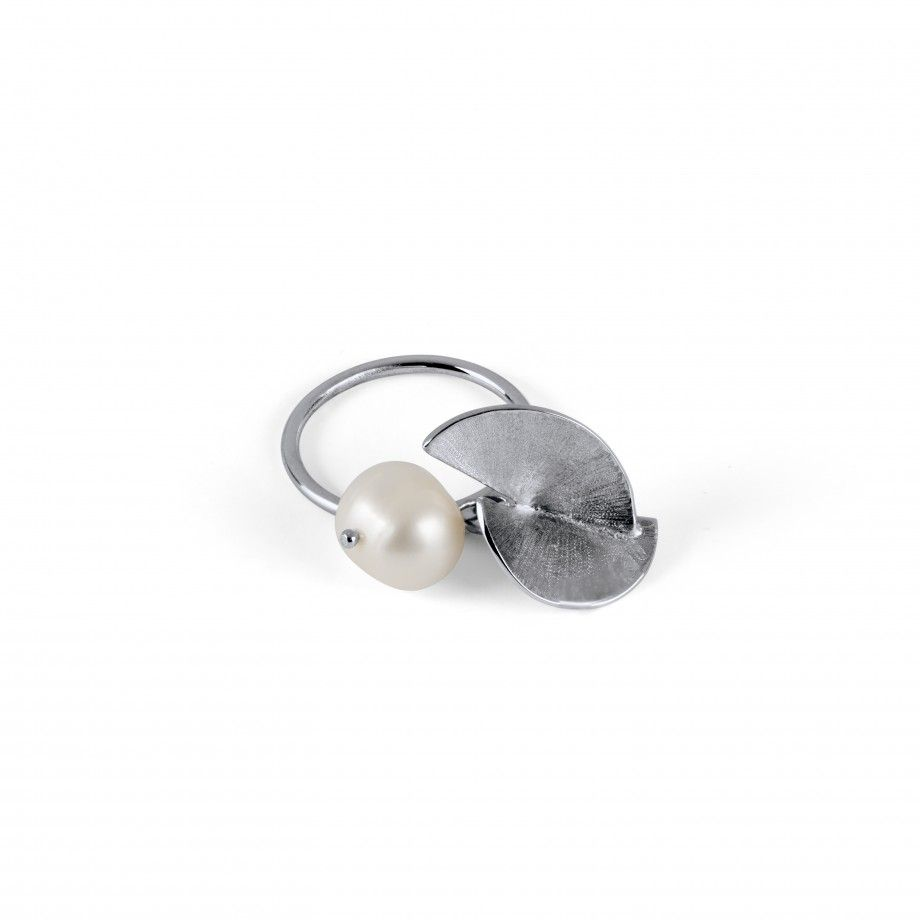 Ring Pearl and Petal Fuji